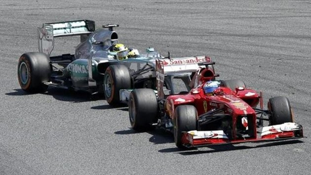 Ferrari ve mercedes 2014 için favori